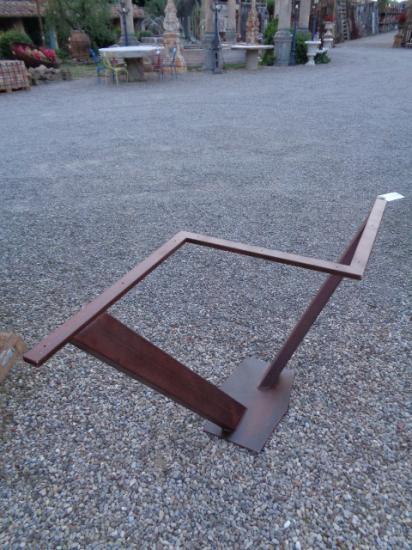 Untergestelle für Tische - Teller aus antikem Material