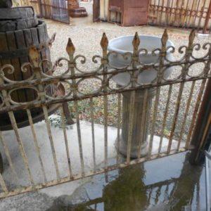 Ringhiera antica in ferro battuto da esterno a punta