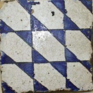 Maioliche antiche Campagna e Figlio con decorazioni geometriche e smaltate