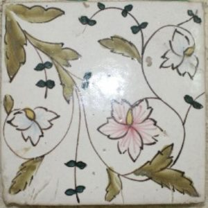 Maioliche antiche Succ. Delle Donne dalle decorazioni con motivi floreali e naturali