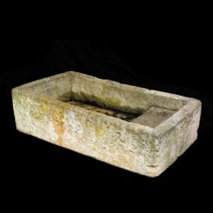 Lavatoi antichi in Pietra Chiara da Terra recuperato da Ra- ma con le seguenti dimensioni Larghezza: 136 cm Profondità: 74 cm