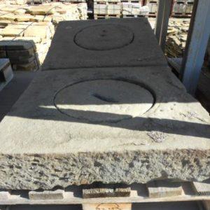 Lapide in pietra serena quadrata