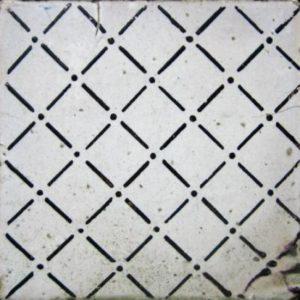 Maioliche italiane antiche bianche con decorazioni a linee e punti neri