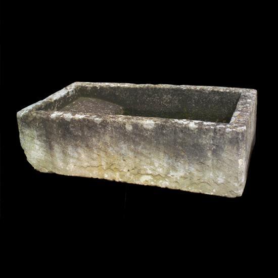 Lavatoi antichi in Pietra recuperato da Ra- ma con le seguenti dimensioni:  Larghezza 130 cm e Profondità 80 cm . Contattaci subito