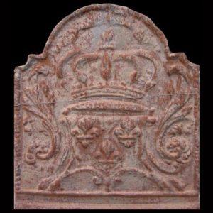Piastra in ghisa per camino raffigurante uno stemma araldico con corona e gigli