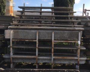 scalino in pietra senza alzata